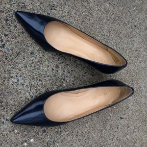 Pointed toe navy blue high heels